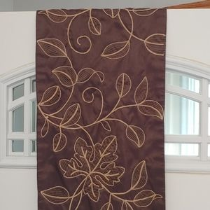 Rustic Fall Leaves and Vines Table Runner
